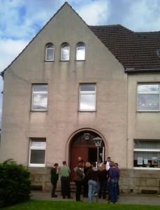 Probenpause vor dem Elias-Gemeindehaus