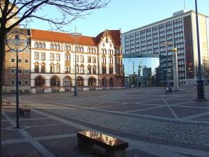 800px-Friedensplatz_mit_Stadthaus_(Dortmund)